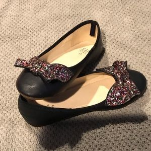 Girls Mary Janes with glitter bow
